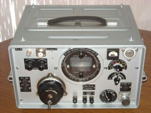"""R-313M2 """"Meteor"""" tube-semiconductor VHF radio receiver made in the USSR."""