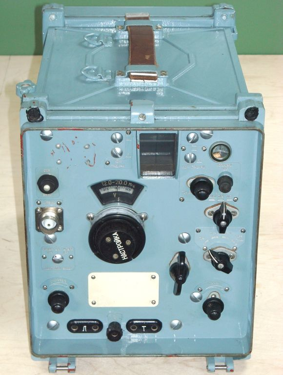 "R-326 ""Shoroh"" USSR military tube shortwave radio receiver."