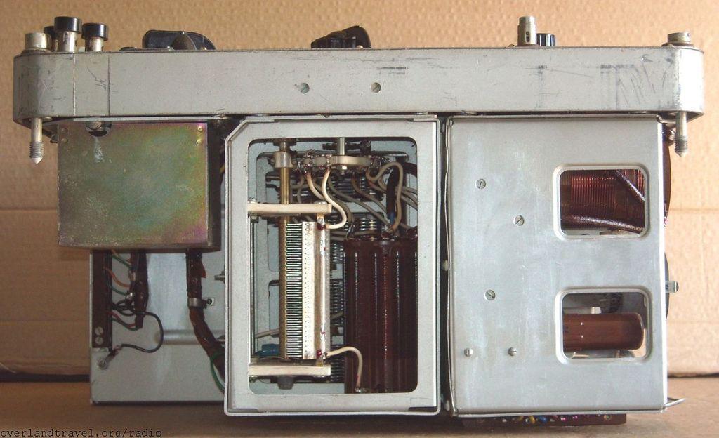 """Army portable short-wave radio station R-104M """"Cedar"""""""