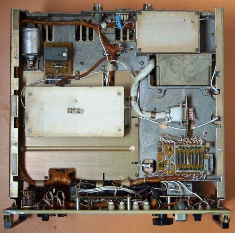 R-697 Guys is a professional marine radio receiver.