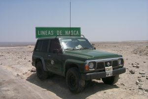 Mobile Ham radio station OA/HC1ACW/M travel Peru Nazca Desert South America. Nissan Patrol, Transceiver IC-706MKII, Mobile Antenna MFJ-1620T, HF Stick, 20M.