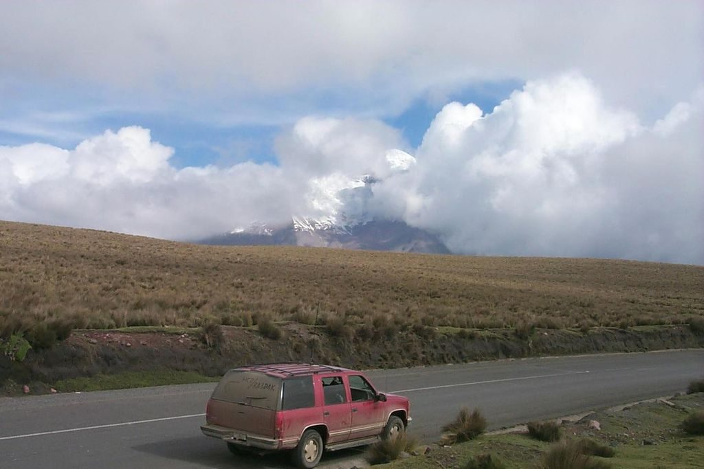 HC2/RA3DAK/M IC-706MKII, Mobile Antenna MFJ, HF Stic. Chevrolet Grand Blazer Volcano Chimborazo Cordillera Occidental Andes.